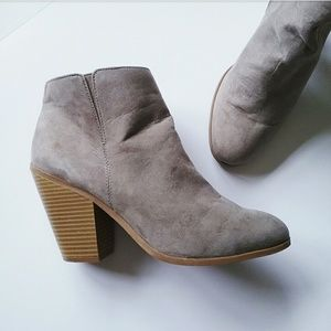 Banana Republic Shoes - Banana Republic Tan Gray Suede Ankle Booties
